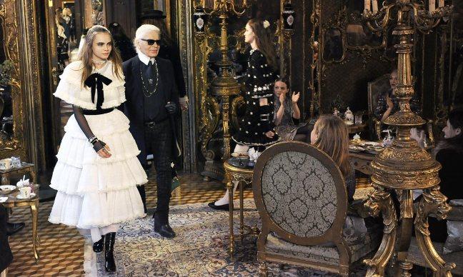 mgluxurynews Chanel metiers d'art salzburgo Cara Delevigne and Karl Lagerfeld