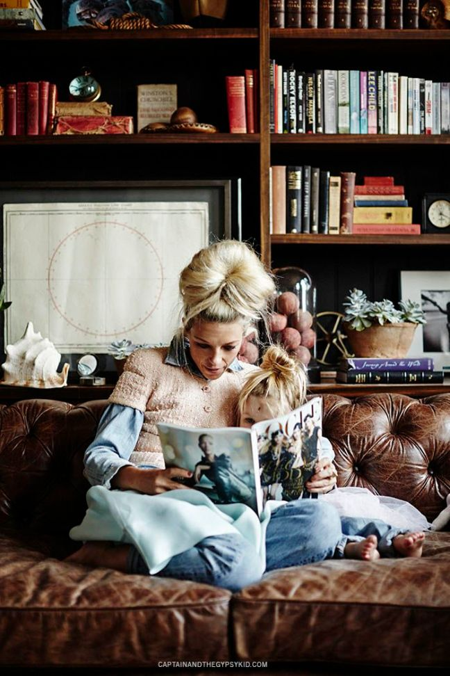 mgluxurynews mother and daughter reading Vogue